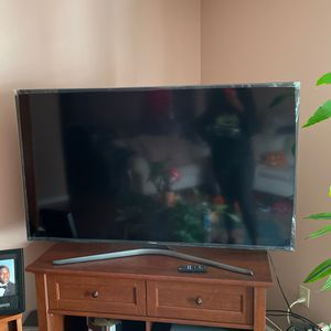 60 Inch Samsung Smart Tv 400$ With Stand 500 Needs To Be Gone By Saturday 01/23 Tv Basically New for Sale in Newark, NJ