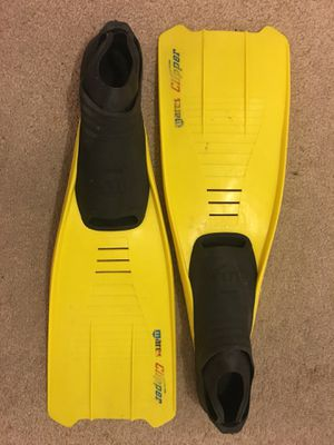 2 pairs Mares fins. for Sale in Los Angeles, CA