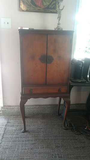 Antique bar / cabinet for Sale in Hayward, CA