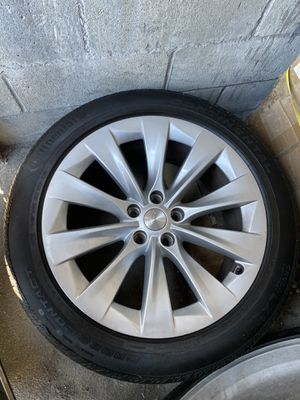 """Tesla model x rims and tires 20"""" with tire sensor for Sale in Los Angeles, CA"""
