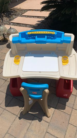 Kids desk and chair for Sale in El Cajon, CA