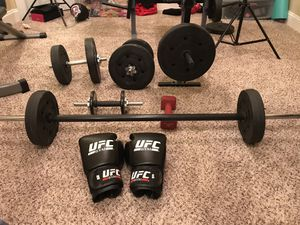 Weight set with boxing gloves for Sale in Williamstown, NJ