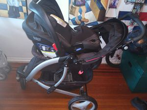 Graco stroller with a britax car seat. The stroller is in excellent conditions. Practically like new. Good for running too. for Sale in Queens, NY