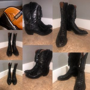 Crococdrile leather boots like new for Sale in Los Angeles, CA