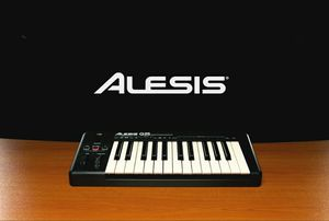 Alesis Q25 USB Midi Keyboard Controller for Software Music Production for Sale in Queens, NY