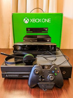 Huge Xbox One Bundle 🎮 for Sale in Vista,  CA