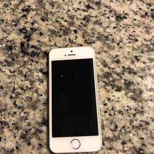 Unlocked 5SE 32gb Like New Latest iOS for Sale in Palm Harbor, FL