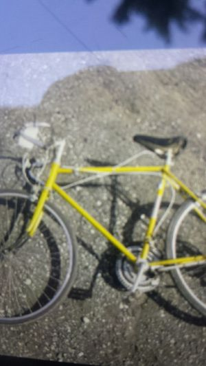 "Hiawatha Road bike 26"" yellow paint,rides good. Collectable bike. for Sale in Saint CLR SHORES, MI"