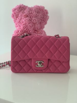 Bubble pink quilted Chanel for Sale in Miami Beach, FL