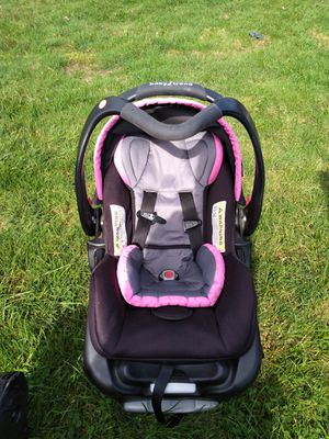 Newborn Baby carrier for Sale in Lorain, OH