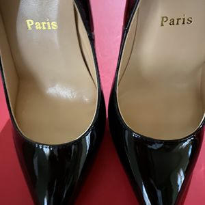 Louboutins Black Patent 6 for Sale in Arlington, TX