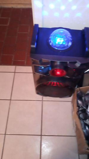 Bluetooth speaker whith Mike and all cords 1 month old for Sale in Beaumont, TX