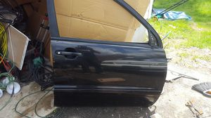 right side door 01 to 07 Highlander for Sale in Owings Mills, MD