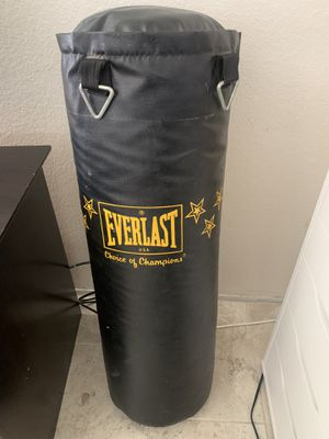 Everlast punching bag for Sale in Chula Vista, CA