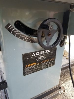 Delta Unisaw with extra blades for Sale in Everett, WA