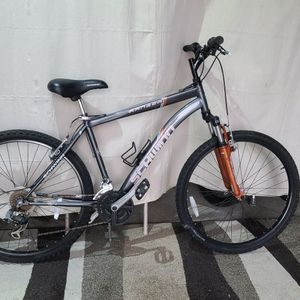 "Schwinn mountain bike W/front suspension. 26"" wheels, Med 17"" frame. DELIVERY AVAILABLE. for Sale in Hopedale, MA"