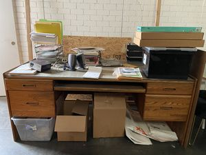 5 pc office furniture for Sale in Bell Gardens, CA
