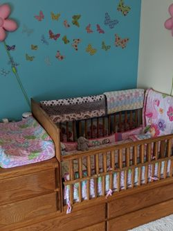 Convertible crib to twin w/ storage for Sale in Vancouver,  WA