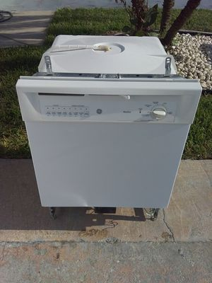 White ge dishwasher with plastic tub in good working condition for Sale in Kissimmee, FL