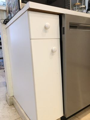 White Formica Kitchen Cabinet's for Sale in Margate, FL