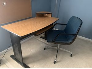 Desk and chair for Sale in Upper Marlboro, MD