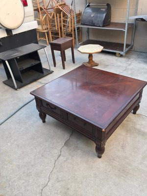 Table center ,and TV stand, coffee table for Sale in Long Beach, CA