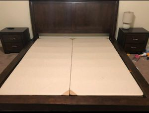 King sz wood bedroom suite for Sale in Nashville, TN