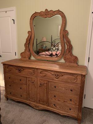 4 Piece Solid Oak Bedroom Set for Sale in Glen Burnie, MD