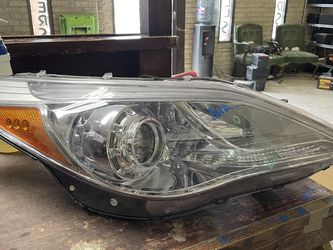 2012-2017 HYUNDAI AZERA RIGHT HEADLIGHT HID for Sale in Dallas,  TX