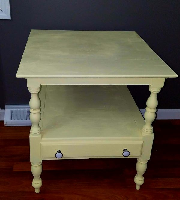End table (light yellow)