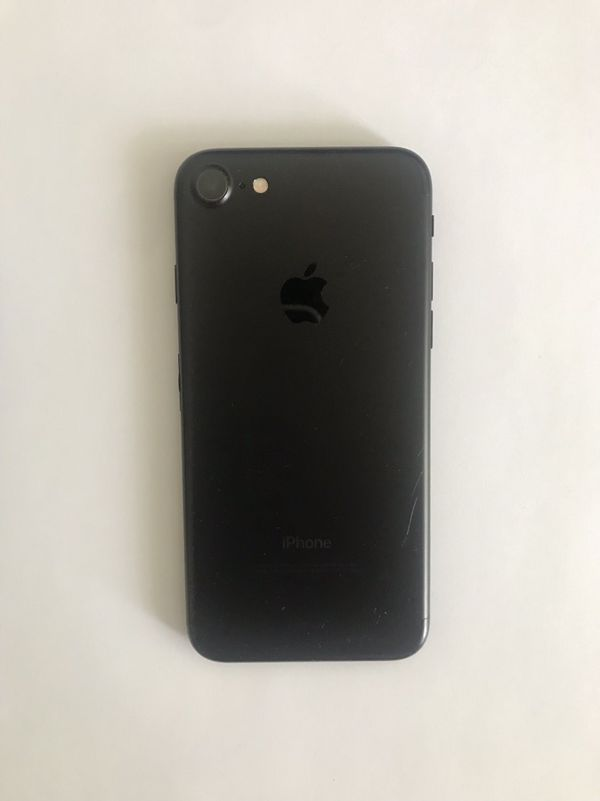 iPhone 7 Unlocked 32 GB Mattte Black With 3 Cases
