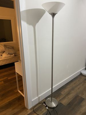 Nice floor lamp for Sale in Federal Way, WA