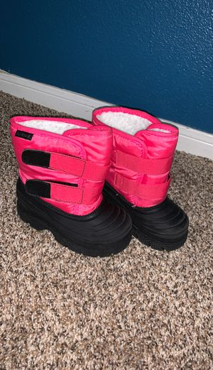 Girls snow boots size 9 for Sale in Baytown, TX