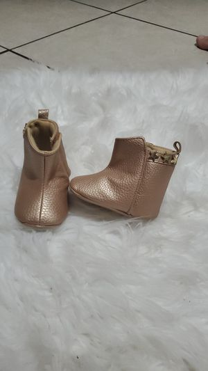 Gold baby girl boots 3-6 months for Sale in Las Vegas, NV