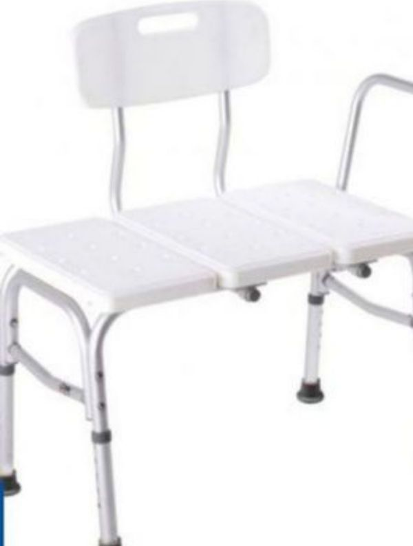 Transfer bench for bathtub with adjustable height legs,