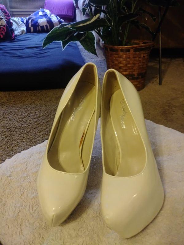 Size 10 cream white high heels