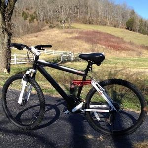 Genesis mountain bike for Sale in Lebanon, TN