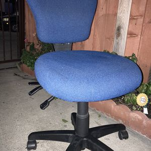Blue Computer Chair for Sale in Los Angeles, CA