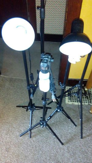 Five piece set of adjustable photography lights for Sale in South Zanesville, OH