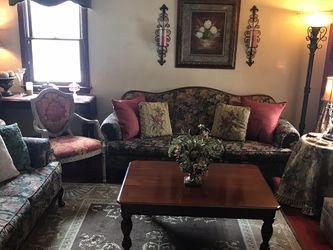 Beautiful Living Room Furniture! for Sale in Etna,  PA
