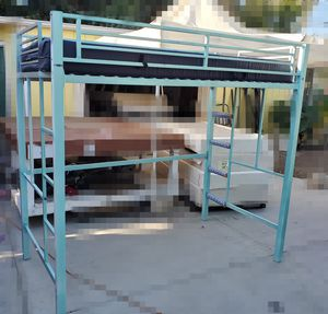 BUNK BED TWIN LITERA TWIN ON LY ONE BED ON TOP SOLO UNA CAMA ARRIBA WITH MATTRESS for Sale in Hemet, CA