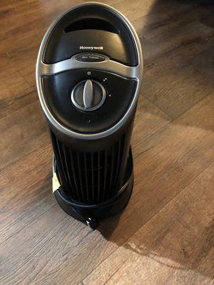 Air purifier HONEYWELL super quiet for Sale in Buena Park, CA