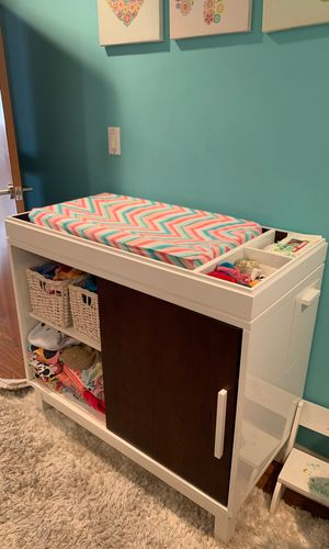 McClaren Netto Moderne Crib and Changing table for Sale in Los Angeles, CA