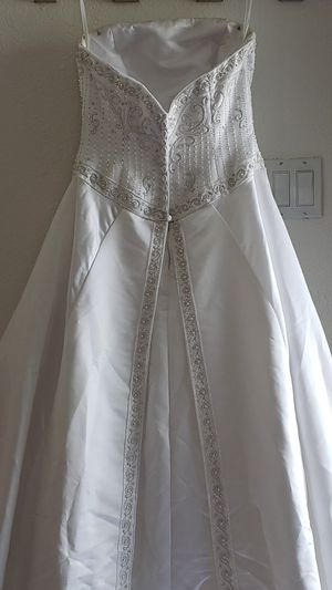 WEDDING DRESS SIZE 8 for Sale in San Leandro, CA