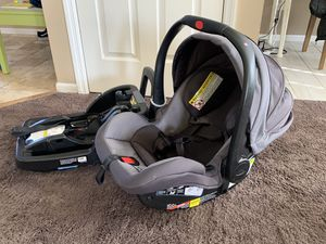 Graco infant car seat plus 2 bases for Sale in Hilliard, OH