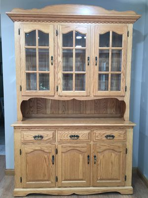 Amish Made Oak Buffet and Hutch in Like New Condition for Sale in Erie, PA