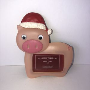 NWT 2x3 Christmas pig with movable eyes picture frame for Sale in Saint Albans, WV