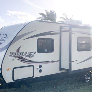 2015 KEYSTONE BULLET ULTRA LITE 26FT....CLEAN TITLE for Sale in Fort Lauderdale, FL