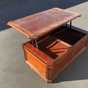 Raising Coffee Table for Sale in Garden Grove, CA