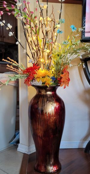 Beautiful Vase of Silk Flowers with Lights for Sale in Phoenix, AZ